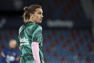 Report: Barcelona open to selling star forward for the right price