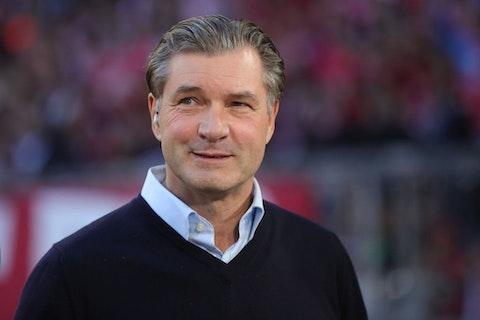 Artikelbild: https://image-service.onefootball.com/crop/face?h=810&image=https%3A%2F%2Fbvbwld.de%2Fwp-content%2Fuploads%2F2019%2F10%2FFC-Bayern-Muenchen-v-Borussia-Dortmund-Bundesliga-1571666586.jpg&q=25&w=1080