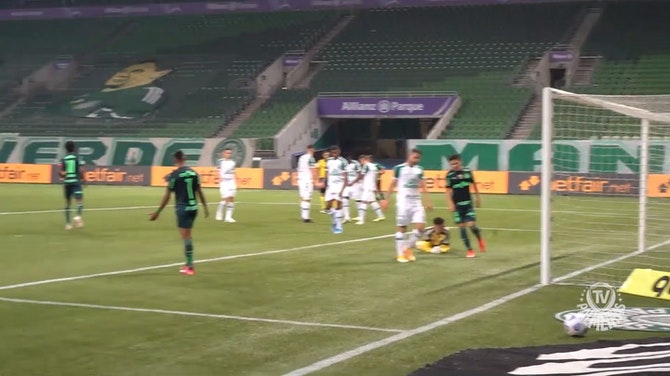 Wesley's amazing dribble before scoring for Palmeiras