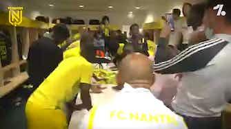 Vorschaubild für FC Nantes players celebrating win in Ligue 1 playoff