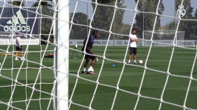 Imagen de vista previa para Primer entrenamiento de David Alaba con el Real Madrid