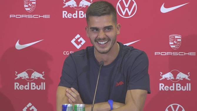 Preview image for Does Ronaldo smell as good as he looks? - Silva's Leipzig presentation takes a turn!