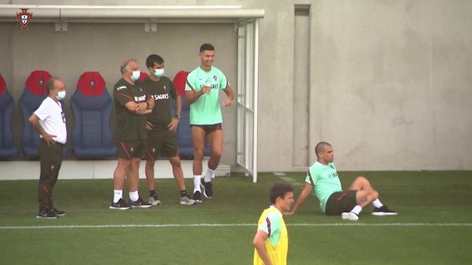 Cristiano Ronaldo s'amuse avec Pepe à l'entrainement