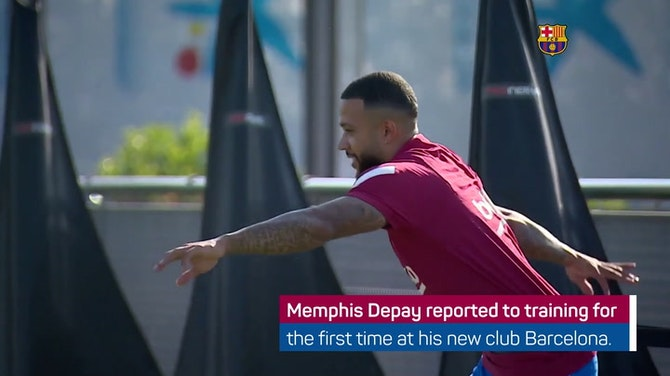 Preview image for Depay joins Barcelona training for the first time