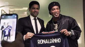Vorschaubild für Behind the Scenes: Ronaldinho watches PSG defeat Leipzig