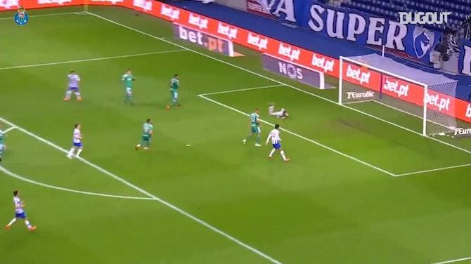 Agustín Marchesín's incredible assist to João Mário vs Farense