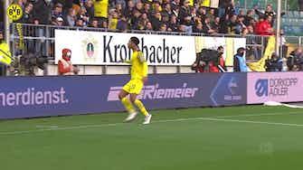 Image d'aperçu pour Le superbe but de Jude Bellingham contre l'Arminia Bielefeld
