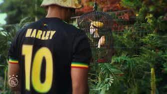 Image d'aperçu pour Le troisième maillot de l'Ajax inspiré par Bob Marley
