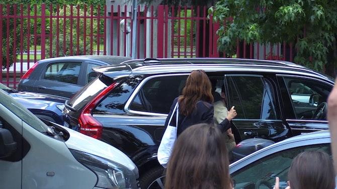 Calhanoglu llega a la sede del Inter de Milán