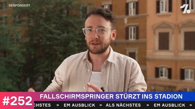 Schockmoment - Fallschirmspringer stürzt ins Stadion!