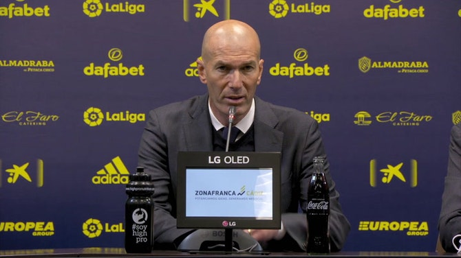 """Zidane, en titulares: """"Espero que el Madrid pueda disfrutar de Karim muchos años más"""""""
