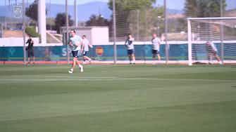 Imagem de visualização para Treino da Espanha é marcado por belos gols de voleio