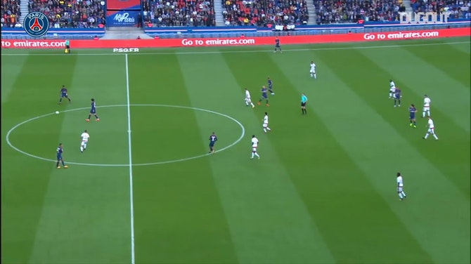 Preview image for Cavani finishes off superb team effort against Bordeaux in 2017
