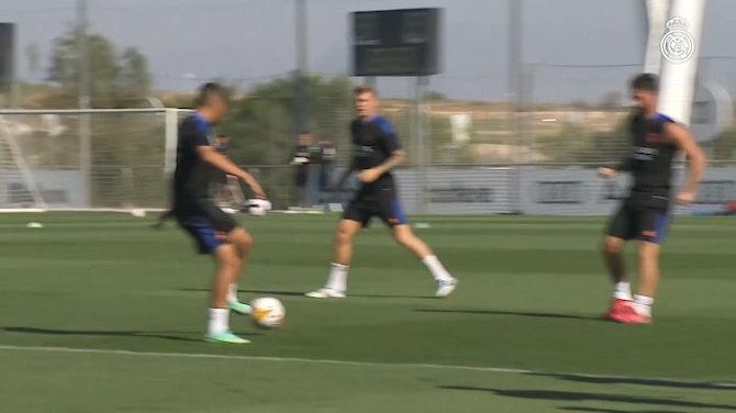 Vorschaubild für The Real Madrid team continue preparations for the new season