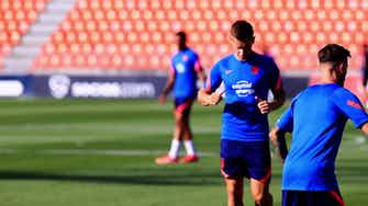 Imagen de vista previa para Giménez se incorpora a los entrenos con el Atlético tras sus vacaciones