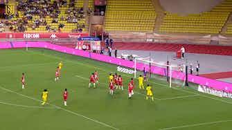 Vorschaubild für Jean-Charles Castelletto scores FC Nantes first Ligue 1 goal in 2021-22