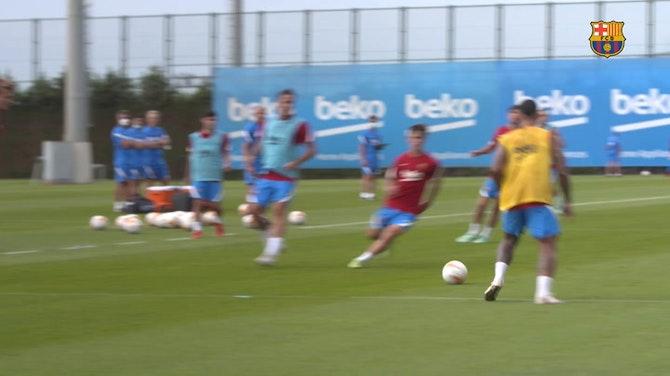 Imagen de vista previa para Ronald Araujo se incorpora a los entrenamientos