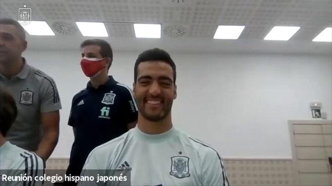 Imagen de vista previa para Los jugadores de España responden a preguntas de estudiantes hispano-japoneses