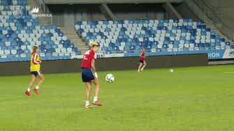 Imagen de vista previa para El 'que no caiga' de María León y Patri Guijarro en el entrenamiento de España