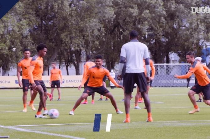 Liga de Quito's rondos in training