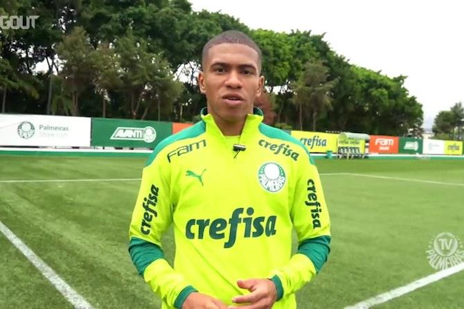 """Lucas Esteves fala do apoio dos mais experientes e comemora gol em clássico: """"Noite mágica"""""""