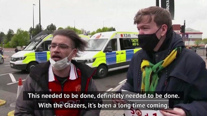 """""""The Glazers could sign Messi and Ronaldo and we'd still want them out"""" - protesting United fans"""