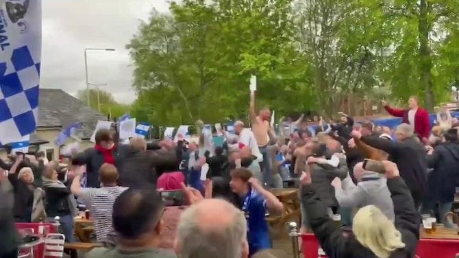 La afición del Leicester celebra el título