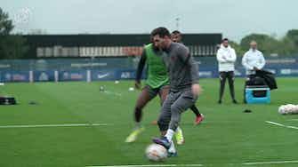 Imagen de vista previa para Messi se entrena en la previa del partido ante el City