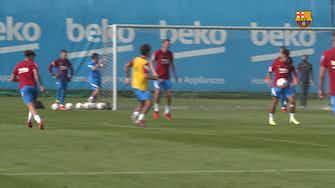 Imagen de vista previa para El increíble gol de Coutinho en el entrenamiento del Barcelona