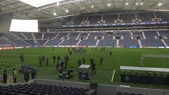 Anteprima immagine per  Applausi e carica per il Milan allo stadio Do Dragao