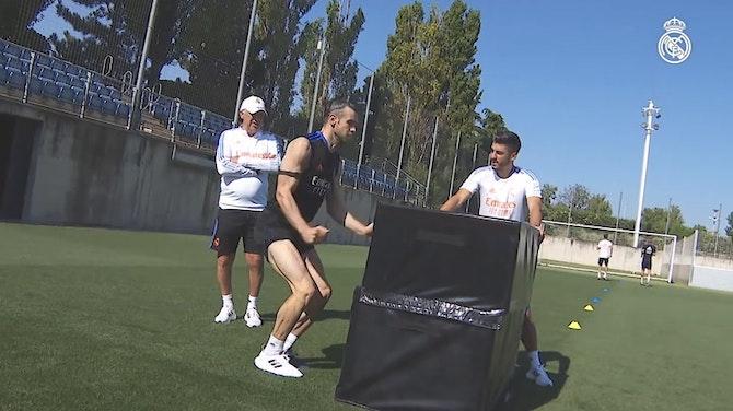 Vorschaubild für Luka Modrić, Toni Kroos, Raphaël Varane, David Alaba and Gareth Bale back in training