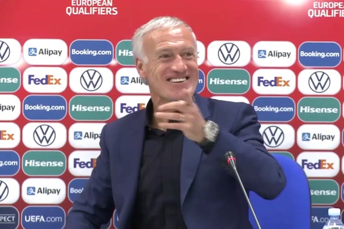Bleus - Deschamps s'amuse d'une question sur Benzema