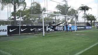 Imagem de visualização para Róger Guedes e Fagner dão muito trabalho a goleiros do Corinthians em treino de faltas; confira