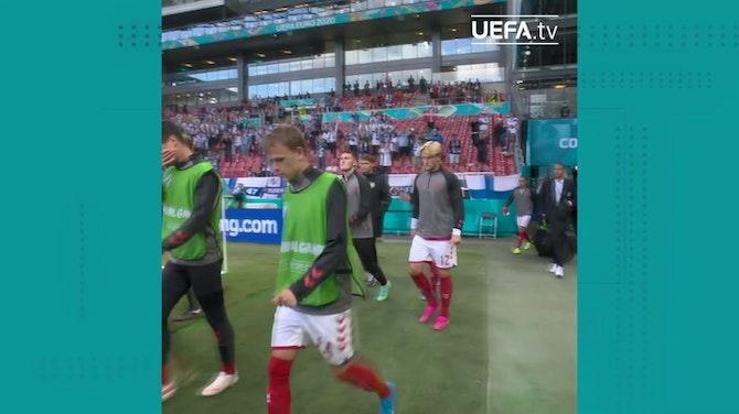 Danimarca, il rientro in campo dei giocatori tra gli applausi