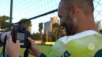 Imagem de visualização para Fotógrafo por um dia! Weverton assume a câmera no treino do Palmeiras