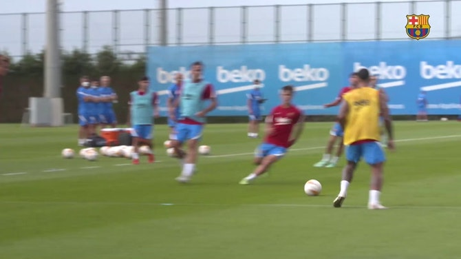 Imagem de visualização para Ronald Araújo retorna aos treinos do Barcelona