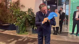 Anteprima immagine per Lapo Elkann show e baci al logo FIGC da lui disegnato