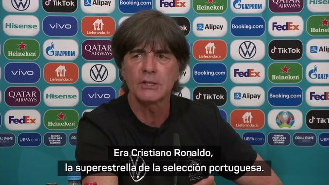 """Imagen de vista previa para Low: """"Cristiano Ronaldo puede hacer más que apartar botellas"""""""