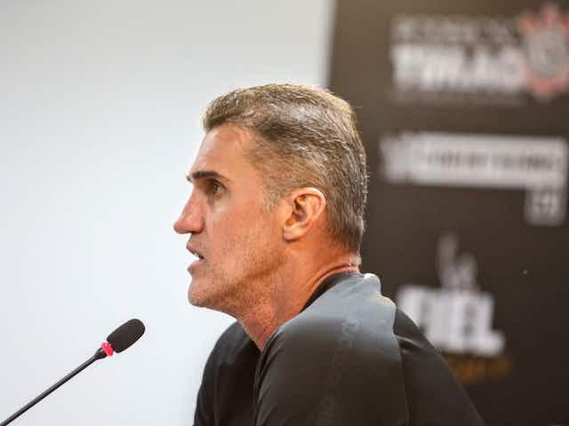 De Cantillo a Vitinho: técnico do Corinthians explica substituições na estreia da Sul-Americana
