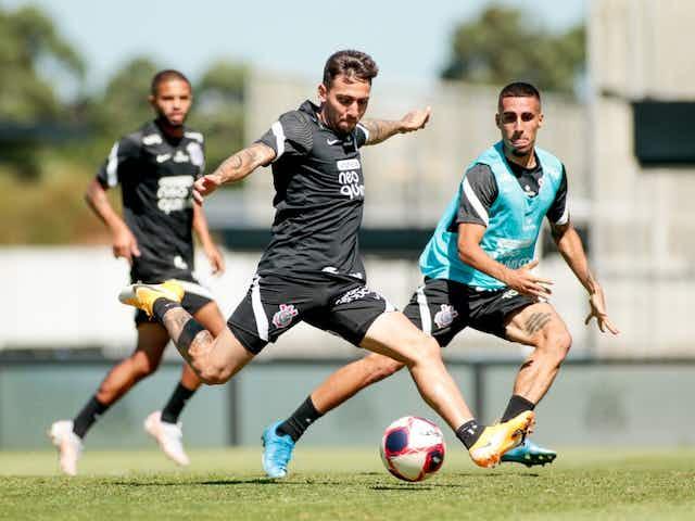 Corinthians completa quarto dia de treinos com foco em aprimorar finalizações