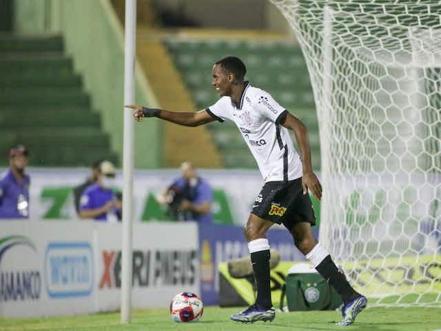 Cauê e Jô trocam mensagens nas redes sociais após primeiro gol do jovem pelo Corinthians: 'Orgulho'