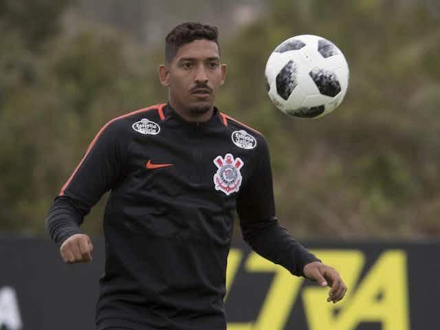 Ex-lateral do Corinthians conta como empresário o tirou do desemprego para colocá-lo no clube