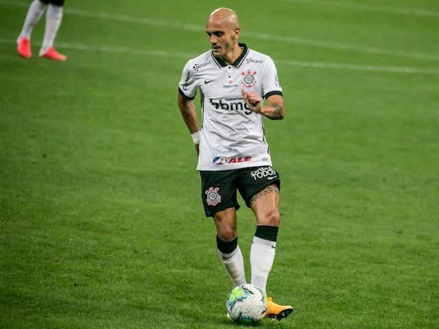 Fábio Santos marca 18º gol pelo Corinthians e iguala Olavo entre defensores artilheiros; veja lista