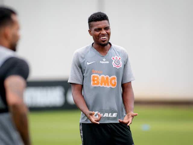 Números do Corinthians com Jemerson são melhores do que com maior concorrente; zagueiro pode sair