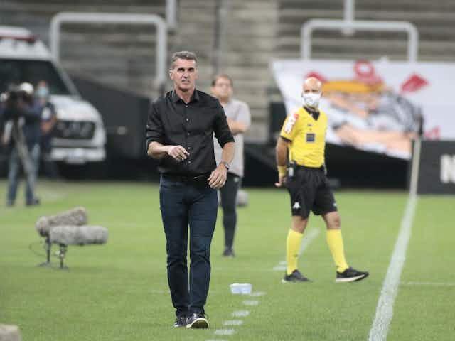 Mancini festeja retorno do Corinthians à Neo Química Arena depois de um mês