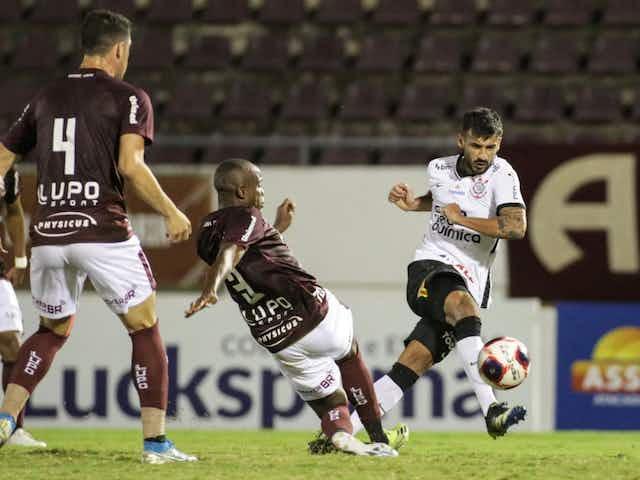 Comentarista destaca elenco fraco ao colocar Corinthians como 'irrelevante' no cenário nacional