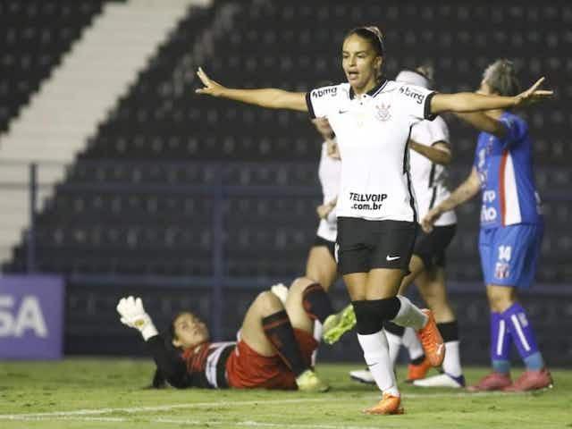Gabi Nunes marca e fica a um gol de empatar na liderança de artilheiras da história do Brasileirão