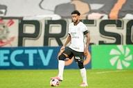 Gil iguala Sócrates e atinge marca de 298 jogos pelo Corinthians