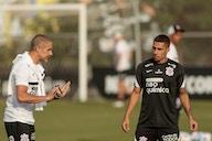 Gabriel exalta trabalho de Sylvinho no Corinthians em meio à maratona de jogos