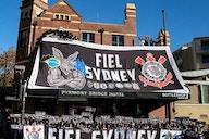 Durante o Derby, Fiel Sydney estreia maior bandeirão do Corinthians fora do Brasil
